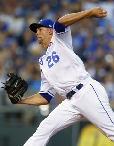 Aug 19, 2017; Kansas City, MO, USA; Kansas City Royals relief pitcher Mike Minor (26) pitches against the Cleveland Indians in the sixth inning at Kauffman Stadium. Mandatory Credit: Jay Biggerstaff-USA TODAY Sports